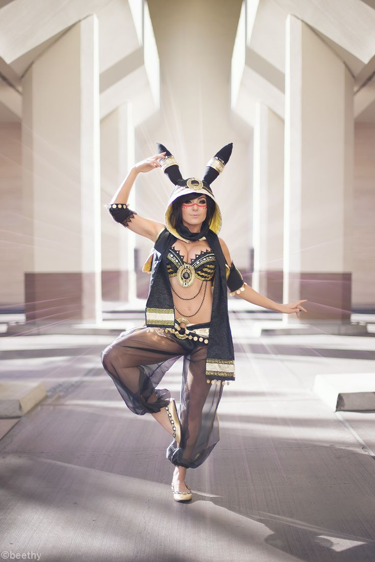 Umbreon, Pokemon, by Beethy, cosplayed by Jessica Nigri.