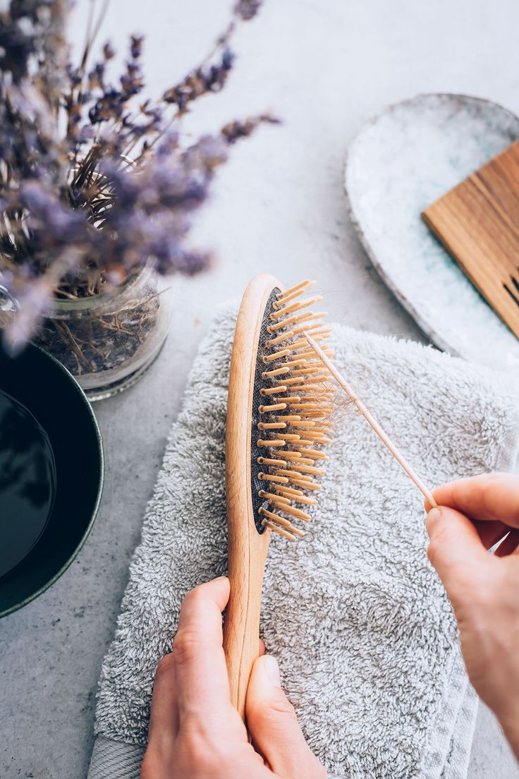 Natural Bristle Makeup Brushes: How To Clean Your Hairbrushes Naturally