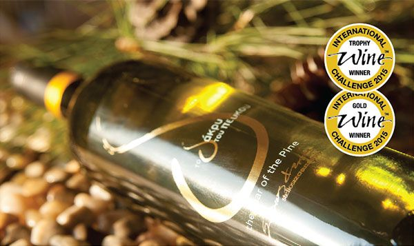 "STELIOS KECHRIS DOMAINE -  THE ""TEAR OF THE PINE"" WINS THREE TOP DISTINCTIONS  Thanks to the new distinctions won at the ""International Wine Challenge"", the ""Tear of the Pine"", the premium retsina of Stelios Kechris Domaine highlights once again the quality and the value of this traditional Greek wine."