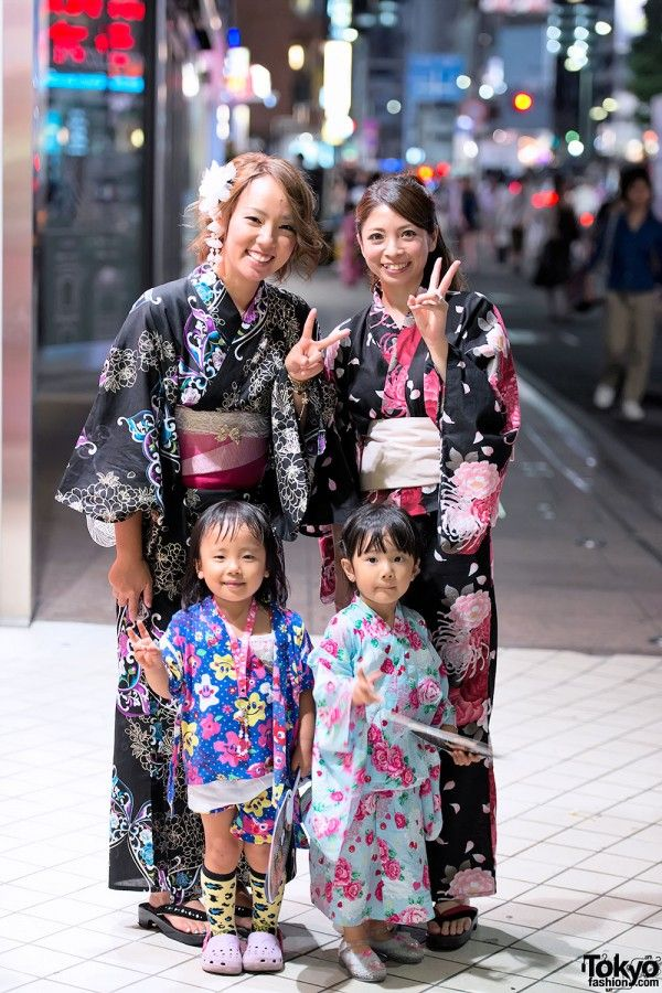 Everyone dresses in Yukata (informal/summer Kimono) when they go to fireworks shows. #Japan #Fashion