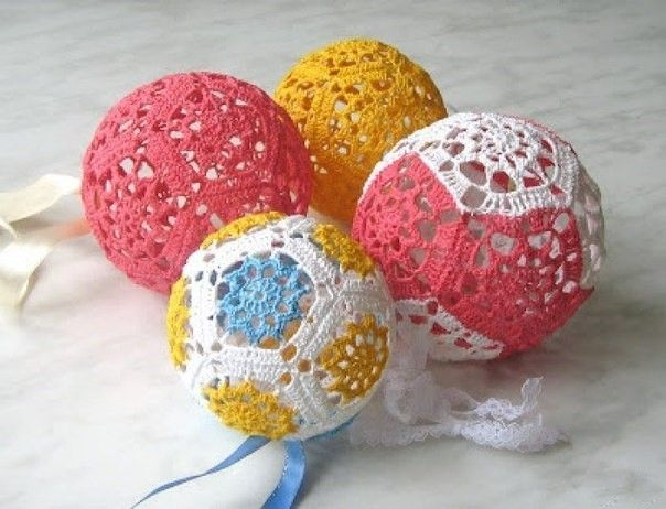 Hi, my friends. today we can make this Beautiful Crochet Christmas Ornament. this Model of Christmas Balls we can find in some Works that w...