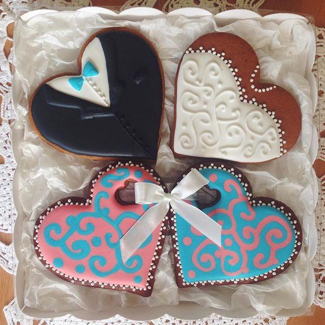 Свадебный подарок приготовленный с теплом)) #пряник #подарок #пряникназаказ #пряниквподарок #имбирныепряники #имбирноепеченье #козули #королевскаяглазурь #gingercookies #handmade #ручнаяработа #россия #vsco #vscorussia #instafood #vscofood #vscomoscow #сладкийстол #cookiedecorating #candybar #девичник #подарокнасвадьбу #свадебныйподарок #олиныпряники