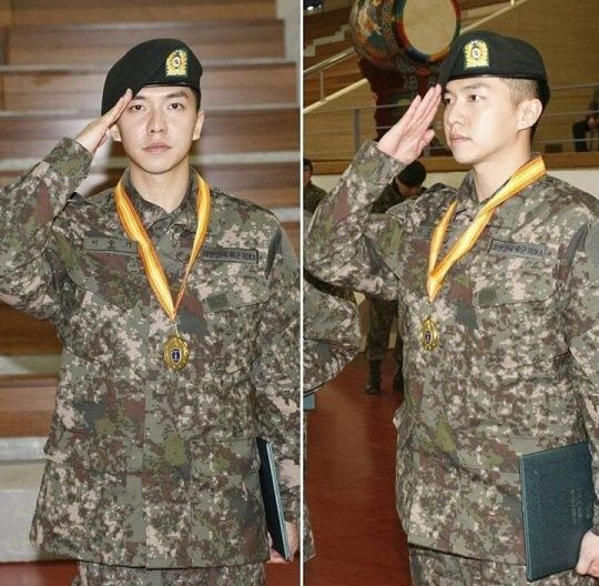 On March 20, photos of Lee Seung Gi attending his army training center's closing ceremony were posted on his fan page. The ceremony took place at Nonsan Army Training Center on March 16. In the photo, Lee Seung Gi looks brave and confident, saluting with the certificate and medal he received as a tr...