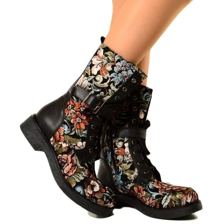 Stivali in pelle, Biker Boots Multicolor con Decorazioni Fiori, tacco medio, fibbia e zip laterale. Stivali Made in Italy by Kikkiline.