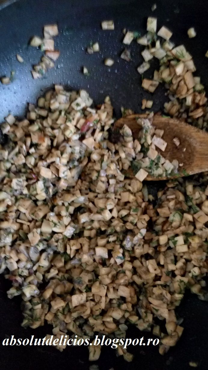 Placinta cu ciuperci, afumatura si cascaval