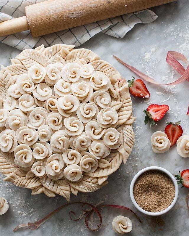 This rose-covered pie is WAY too beautiful to eat #regram @thekitchenmccabe #sundaynight #dessert