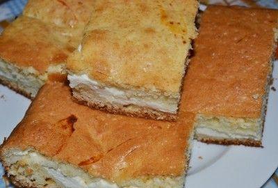 Prajitura simpla cu branza de vaci - Aceasta prajitura ieftina poate servita atat la micul dejun cat si ca gustare intre mesele principale si pentru ca nu are foarte mult zahar nici nu iti va afecta silueta.