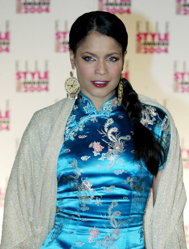 American Soul Singer Blu Cantrell in Blue Cheongsam Qipao at Elle Style Awards http://www.chinesefashionstyle.com/cheongsams-qipao