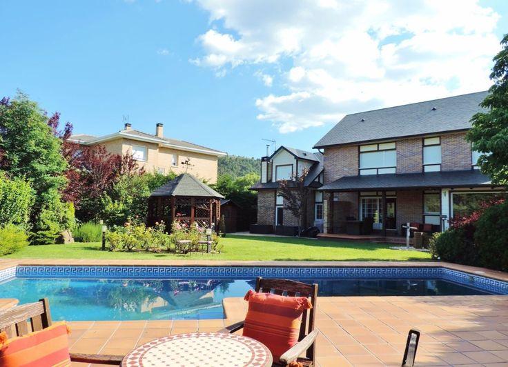 Chalet independiente construcción canadiense de CANEXEL en #BecerrilDeLaSierra, #MADRID, 317 m2 construidos sobre parcela de 939 m2, jardín, piscina de agua salada 50 m, patio y garaje.    .................................................................................................  #vivienda #lujo #remax #RemaxClasico