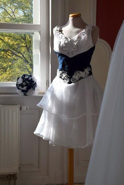 """Mi van akkor, ha valaki unja a habos babos ruhákat, szeretne valami egyedi és különleges ruhadarabban megjelenni az """"igen"""" kimondásakor?"""