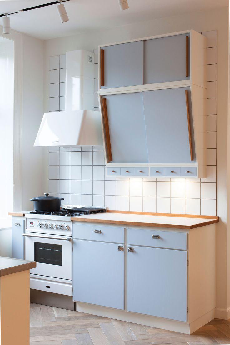 Retro kök från Kvänum i modellen Banér i kulören duvblå på vit stomme