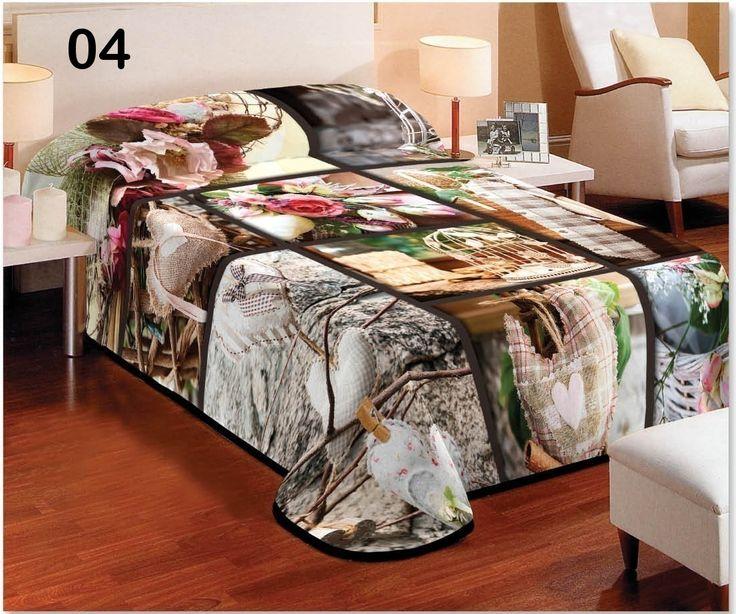Sypialniany koc koloru beżowego we wzorki kwiatowe i sercowe