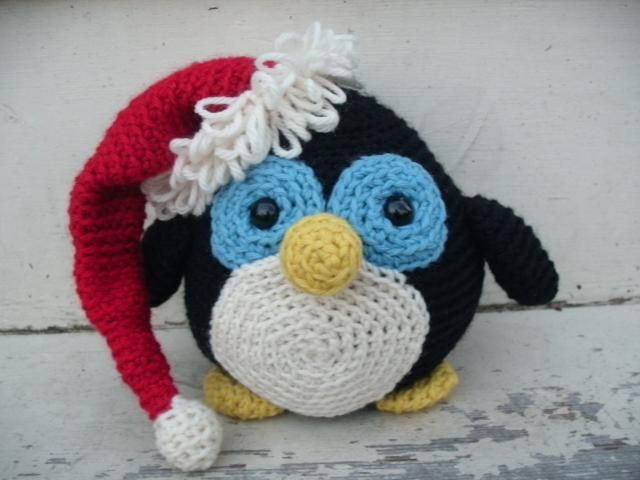 7 #Crochet Penguin Patterns for World Penguin Day @aboutathome @aboutdotcom: Howie Holiday Penguin by @freshstitches