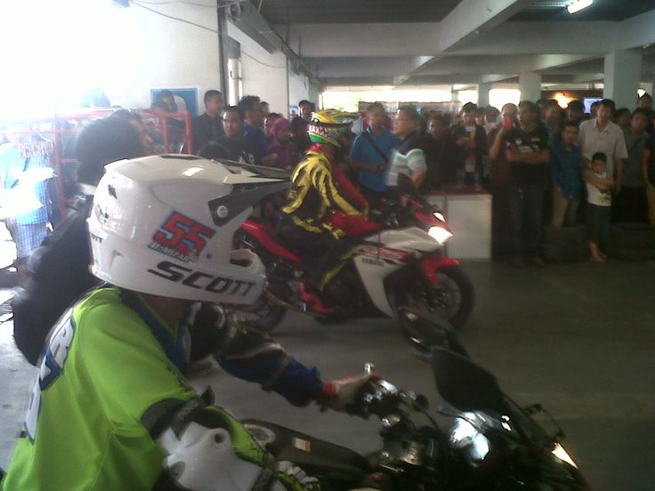 freestyle ,,, yamaha R25 on TSM bdg...