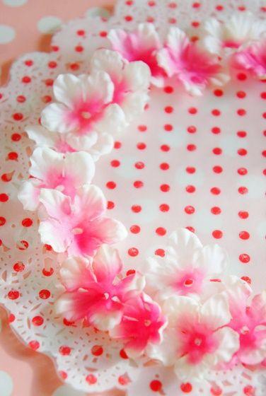 桜咲くお花見シーズンにもいかがでしょうか♪ 簡単手作り花冠* - 朝時間.jp パーツを上写真のように分解して、