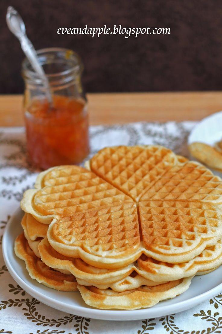 4 tojás  250 gr cukor  1 vaníliás cukor  2 dl tej  2 dl olaj  500 gr liszt  1 sütőpor   A hozzávalókat a leírt sorrendben összekeverd, ...