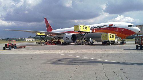 Passageiros da TAAG retidos no Recife já regressaram a Luanda http://angorussia.com/noticias/angola-noticias/passageiros-da-taag-retidos-no-recife-ja-regressaram-a-luanda/