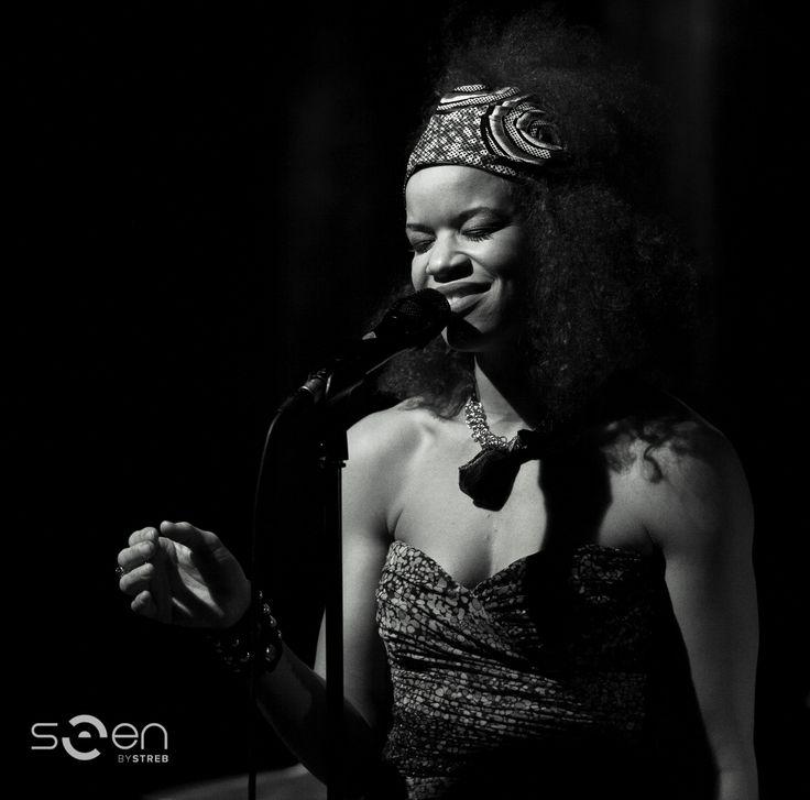 Nicolle - Die französische Sängerin Nicolle Rochelle bei einem Auftritt im Jazzit Salzburg.