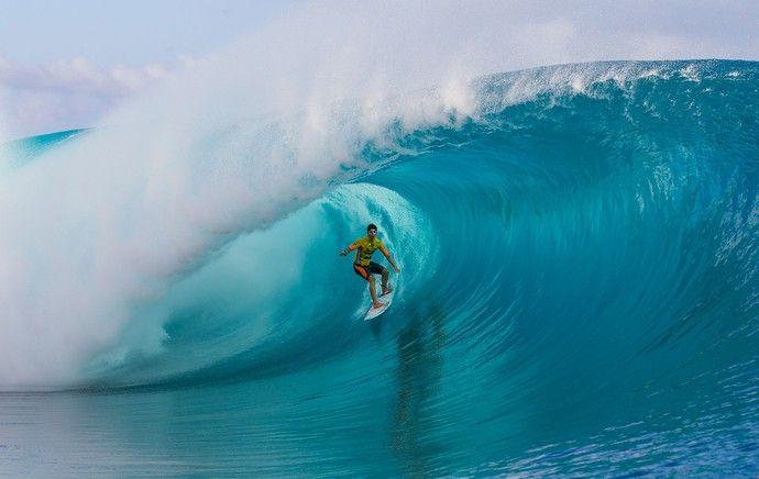Dia incrível em Teahupoo e vitória de Medina impressionam mundo do surfe