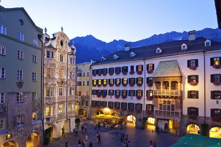 Innsbruck, położone na wysokości 574 m n.p.m. miasto sportu i kultury, przyciąga gości doskonałą ofertą w obu tych dziedzinach.