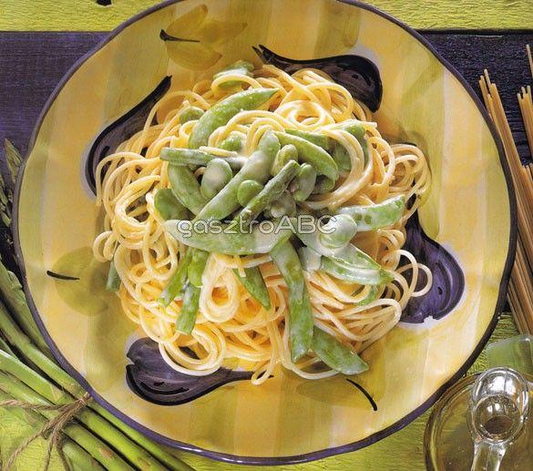 Spagetti primavera mártással