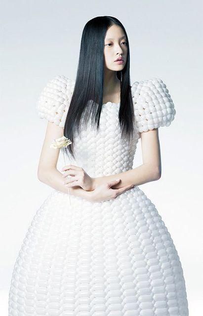 【触りたい】「風船ドレス」が予想外にも洗練されてて目を奪う