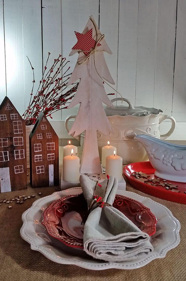 Con nuestra loza provenzal y nuestros adornos en estilo nórdico puedes poner la mas linda mesa de navidad.