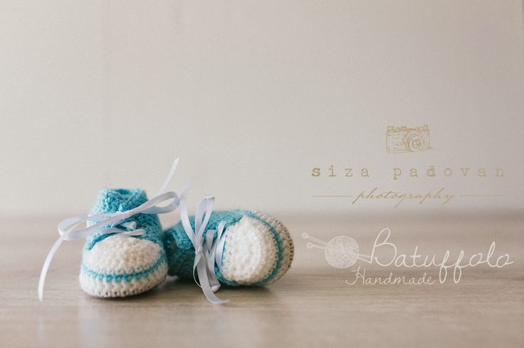 Baby shoes handcrocet with wool gift idea or photo props Batuffolo Handmade