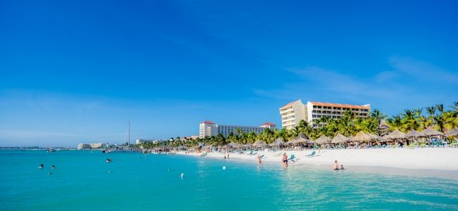 2016 GUIDE TO ARUBA RESORTS Why do so many people consider Aruba to be the home of the best resorts in the Caribbean? Variety!   #aruba #discoveraruba #onehappyisland