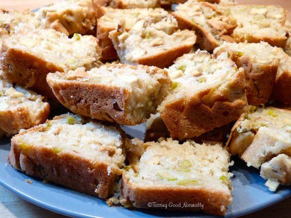Venez découvrir le cake végétalien au tofu fumé olives, parfait pour l'apéritif, sur Tasting Good Naturally, Recettes végétaliennes. Sans Produits laitiers.