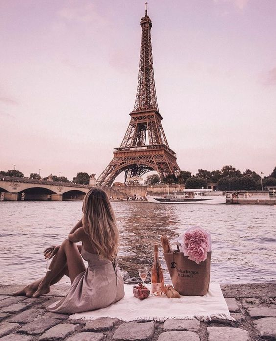 Touristy Shots of Paris that Are Still Chic