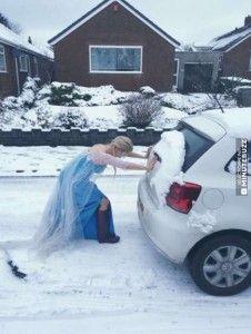 La reine des neiges galère aussi comme vous avec sa voiture !
