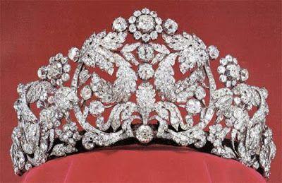 """Tiara de diamantes """"Braganza"""". Es la mayor de la Casa Real Sueca, que una vez perteneció a la emperatriz Amalie de Brasil, la hermana de la reina Josefine de Suecia."""