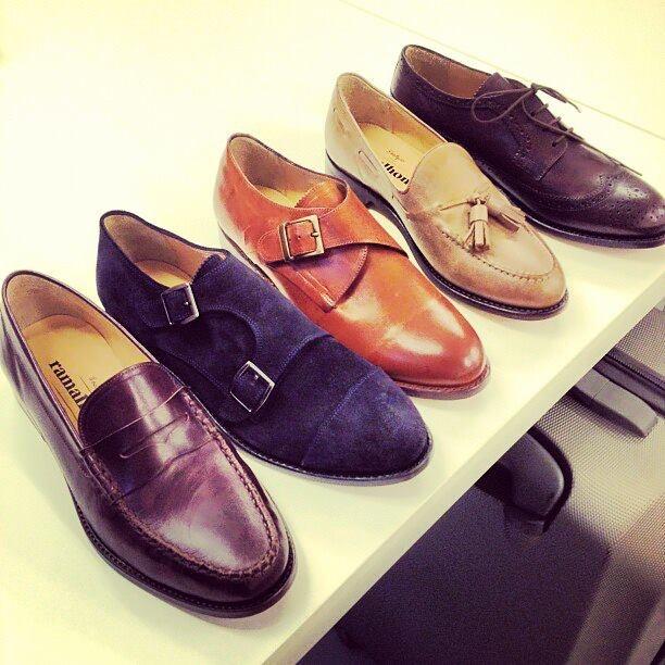 Tendencia Zapatos, colores, texturas para toda ocasión. Y para los guapos....Especial para ellos Moda y tendencias #Hombres #estilosymas