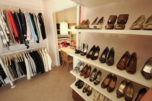 I wish I had space for my shoes likes this!: Dreams Closet, Small Bedrooms, Makeup Desks, Closet Space, Shoes Storage, Extra Rooms, Closet Ideas, Dresses Rooms, Shoes Racks