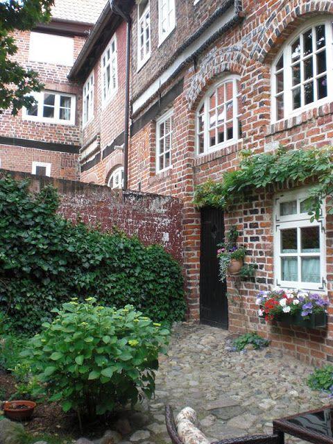 Unterwegs durch die verborgenen Höfe in Lüneburg