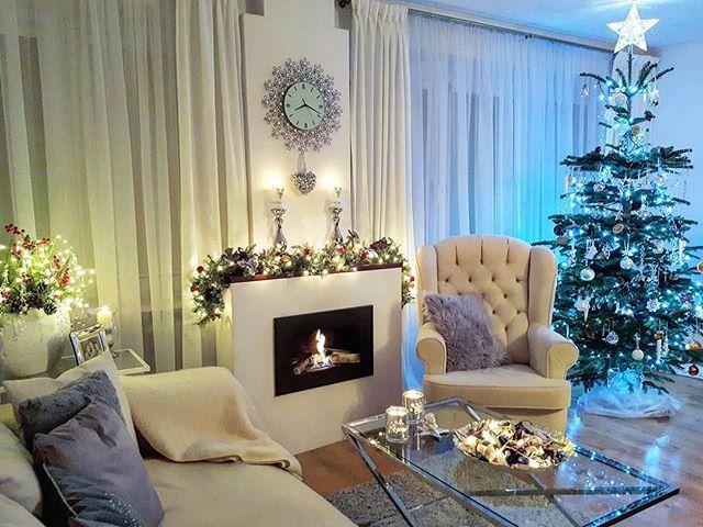 🌲😇❤Zaczarowana  magią Świąt,  stanę samotnie pod rozgwieżdżonym niebem  i patrząc na spadające płatki śniegu,  pomyślę o ludziach, których noszę w sercu,  życząc im spokojnych Świąt.... wszędzie tam.... gdziekolwiek są… 🤗💋❤Spokojnej nocy źyczę Wszystkim  Gościom . .Wspaniałym Ludzim ,ktorych tu poznałam .Cieszę sie ,źe mogę te Święta Bożego Narodzenia ,,spędzać'' razem z  Państwem ❤❤❤❤❤❤🌲🎅🎁Dobranoc kochani 😊