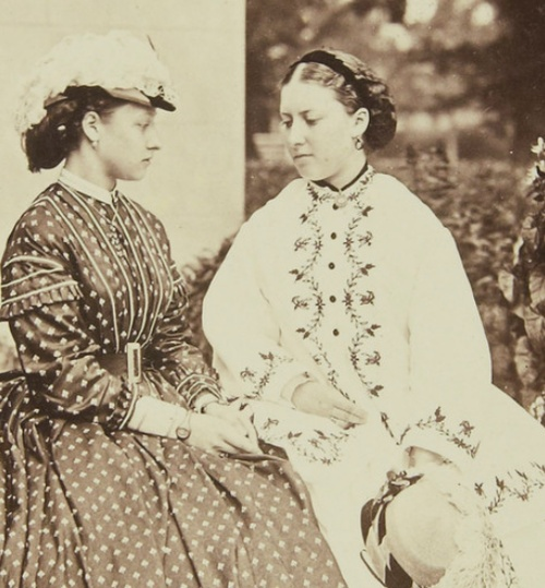1865 - Princess Louise (L.) w/ her sister Princess Helena, daughters of Queen…