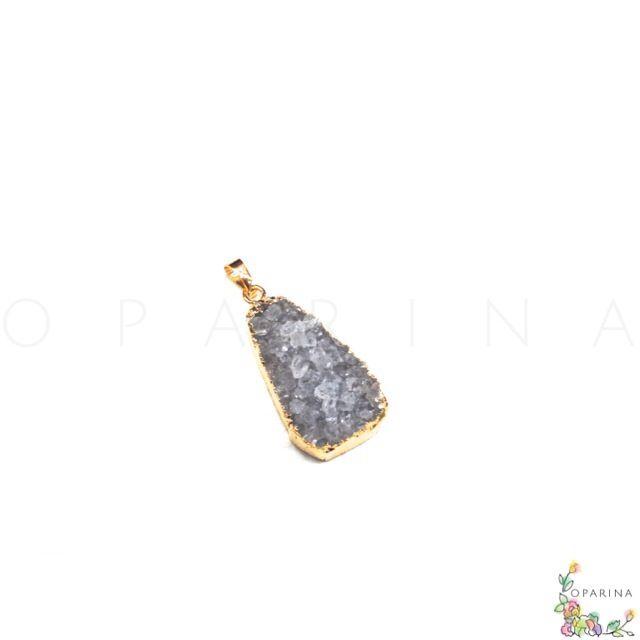Dije de Drusa de Agatha con Encasquetado Dorado en Oparina. #oparina #druzy #drusa #rusty #DIY #agatha #naturalstone #gemstone  #madewithstudio