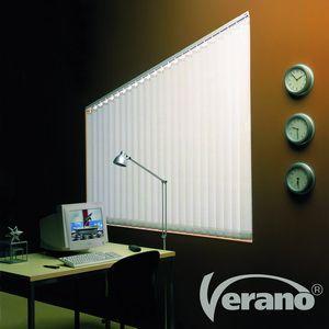 Verticale lamellen zijn vooral geschikt voor grotere raam of deur partijen maar ook op kleinere ramen misstaan ze zeker niet!