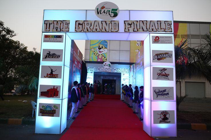 Entrance for the GRAND FINALE - Viva 5!