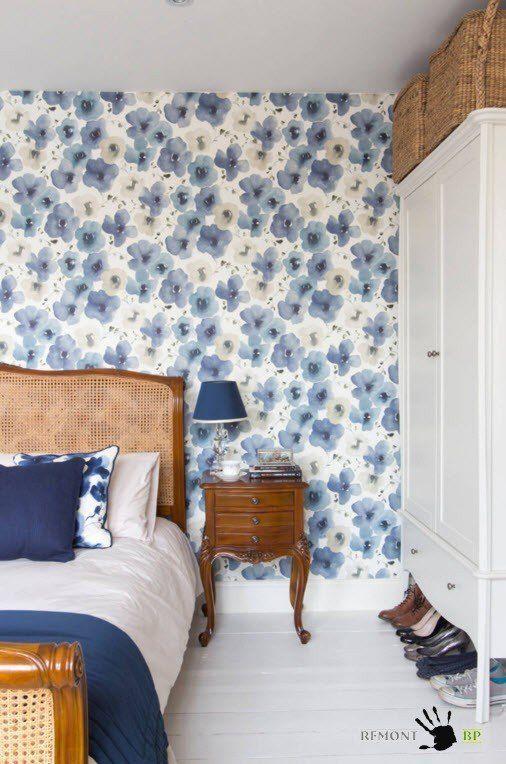 Спальня с голубыми цветами