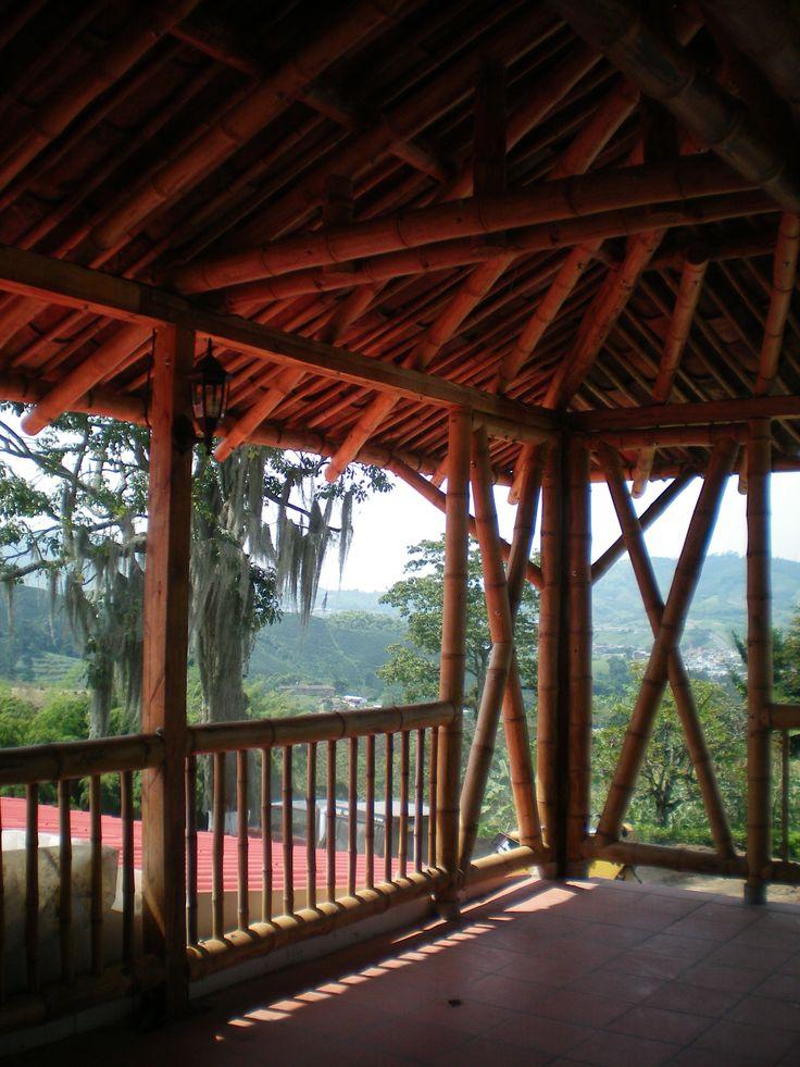 Cubierta con guadua y madera en terraza, Sta Rosa de Cabal COLOMBIA Arq Lucia E Garzon