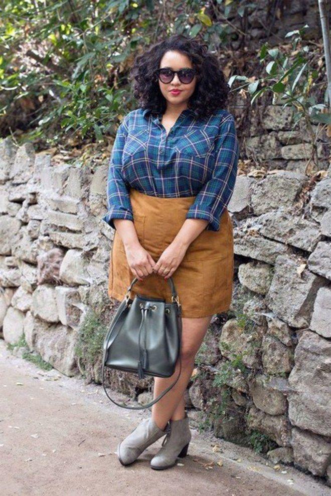 Looks plus size: camisa xadrez + saia de camurça