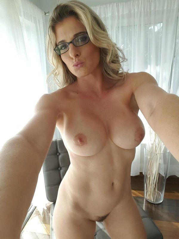 NSFW A collection of MILFS, Matures ,Grannies, Hot Older Women & Cougars.  Most are re-blogged from.