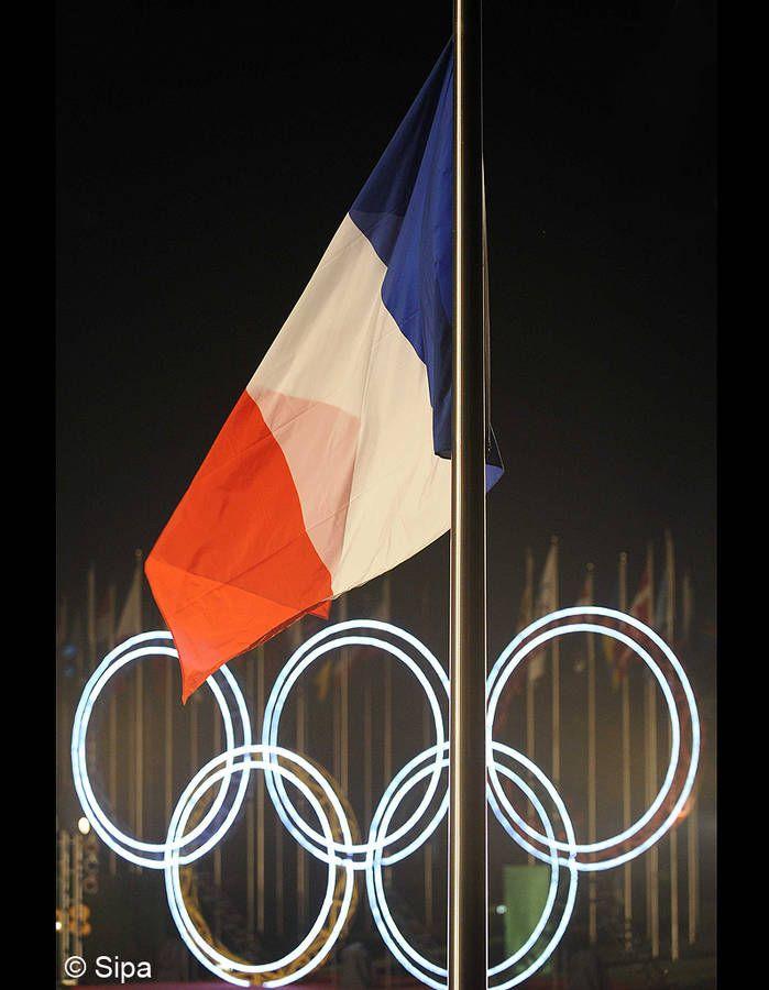 Le français, langue officielle des JO « Les langues officielles du CIO sont le français et l'anglais. [...] En cas de divergence entre le texte français et le texte anglais de la Charte olympique et de tout autre document du CIO, le texte français fera foi...
