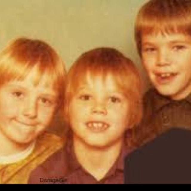 Jason with his brothers #JASONORNGE