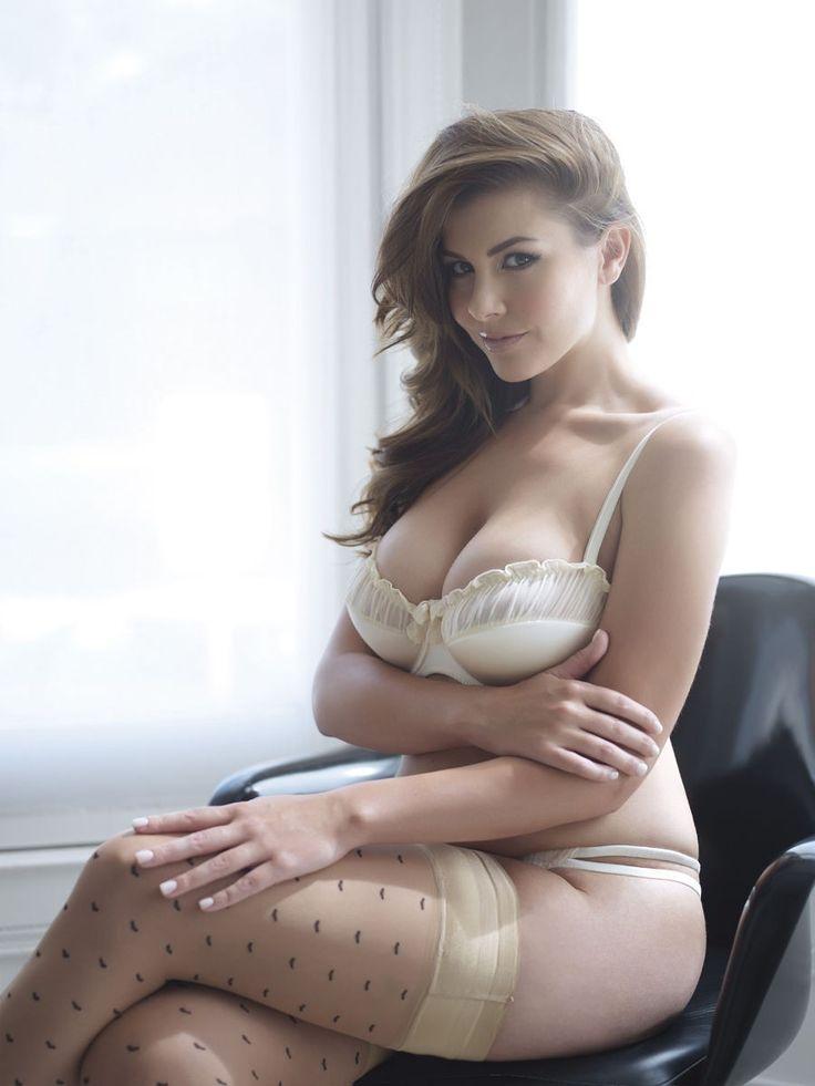 nude girl in short shorts
