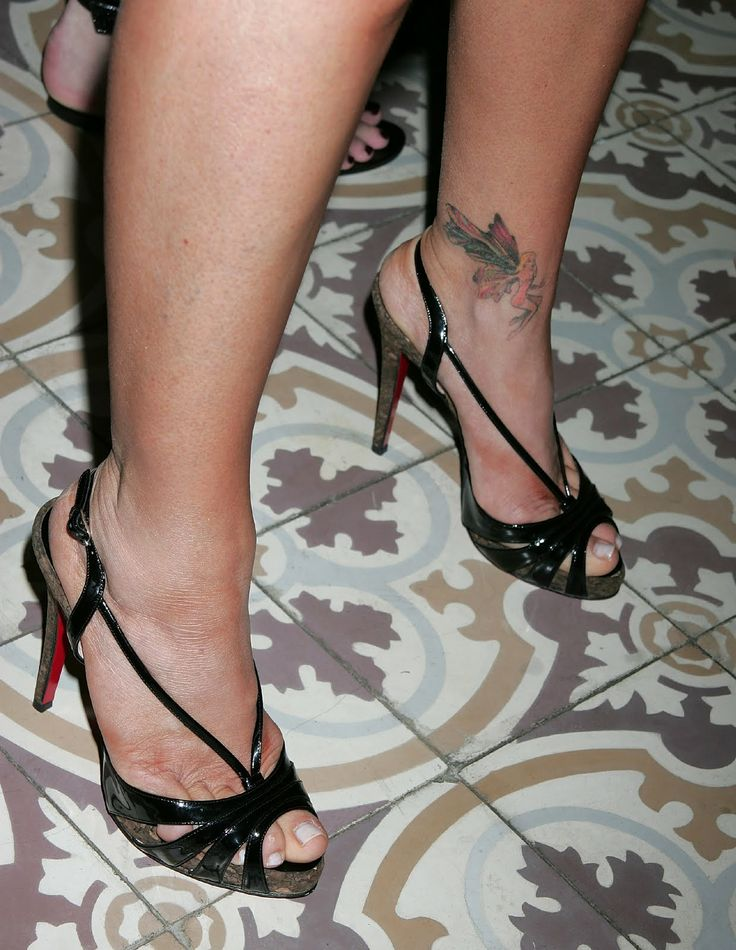 Denise Richards Legs   Denise Richards is a stunning American actress and former fashion ...