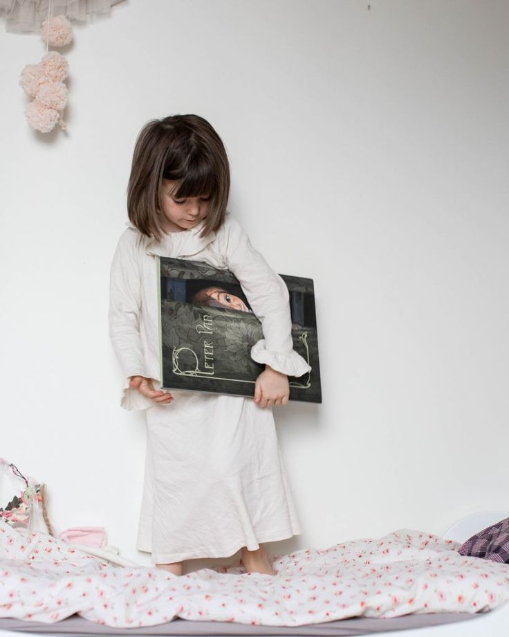 Peter Pan adventures by Xavier Deutsch and illustrated by Quentin Grébaud, what a beautiful book, want! Via Sweet Cabane Blog. Nightgown by Risu Risu #peterpan